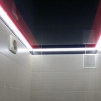 Лед-подсветка-потолка-в-ванной-